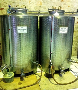 It's still easy to find vino sfuso sold right from the hand pump into your waiting water bottle or demijohn.