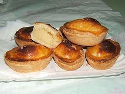 Pastaccioti, a typical pastry from Lecce, is filled with almond-scented pastry cream.