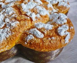 Colomba, the classic Easter cake of Italy, recalls the panettone we just finished at Christmas.