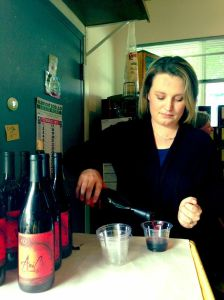 Sarah pouring AniChe Cellars wine at the Pascarosa olive oil tasting.