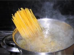Drop the spaghetti into vigorously boiling, abundantly salted water and stir quickly.