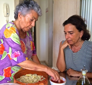 Rossella Speranza and her mother collaborate to share the secrets of tiella alla Barese with us.
