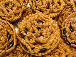 Cartellate, the iconic Pugliese Christmas sweet, is everywhere we look these days. And it's very, very hard to resist.